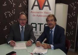 Ernesto García Ozaeta, presidente de AVA-ATA, y Víctor Manuel Ibáñez, presidente de la Asociación de Comerciantes de la Calle Gorbea.